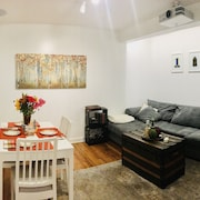 Perfect Holiday Home- Modern 2BD Plus Movie Screening Room-east Village
