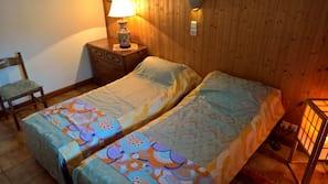 3 chambres, fer et planche à repasser, Wi-Fi, draps fournis