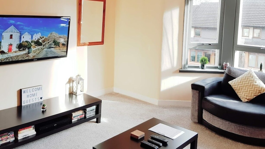 Warm Cosy Family Home With Free Parking