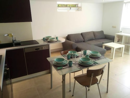 Apartment With 2 Bedrooms in Waterloo, With Wifi