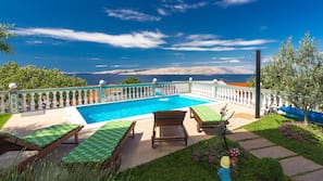 Seasonal outdoor pool, open 3:00 PM to 8:00 PM, sun loungers