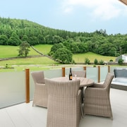 Llyn Dinas Lodge - Two Bedroom House, Sleeps 4