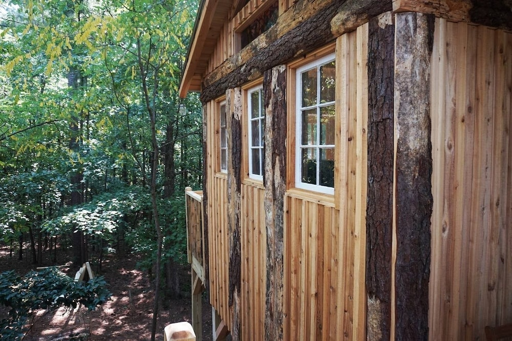 Exterior, Treasure Hunt Treehouse in Metro Atlanta