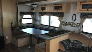 雪櫃、微波爐、焗爐、爐頭