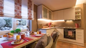 Geschirrspüler, Wasserkocher mit Kaffee-/Teezubehör