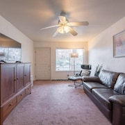 Spacious 2BR House Roseville Historic Downtown