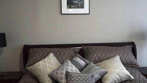 2 bedrooms, iron/ironing board, Internet, linens