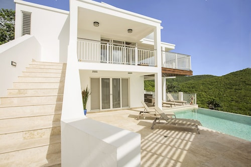 Luxury 3 bed Villa With Incredible Views & Private Pool