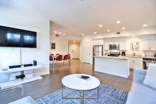 Beautiful New Spacious Urban Flat 2br/ 2BA + Wifi