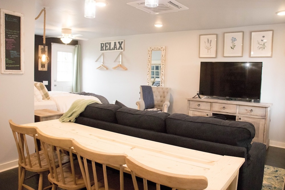 Living Room, 2nd Street Retreat: Cozy Studio -So Close You Can Walk/bike Downtown Bentonville