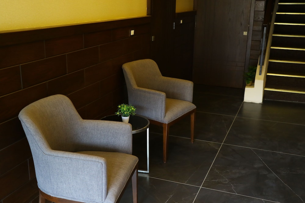Lobby Sitting Area, Planet Suites