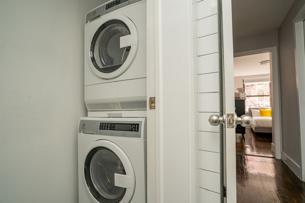 Laundry, Chelsea Waterside Apartments 30 Day