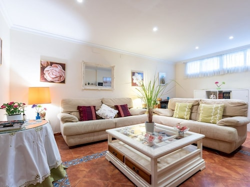 Charming Apartment Villa Jacaranda Close to the Beach With Wi-fi; Street Parking Available