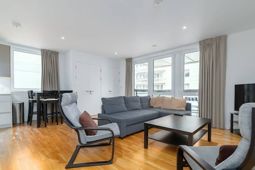 Stunning 3BR Flat in East Village W/balcony, Fits 9