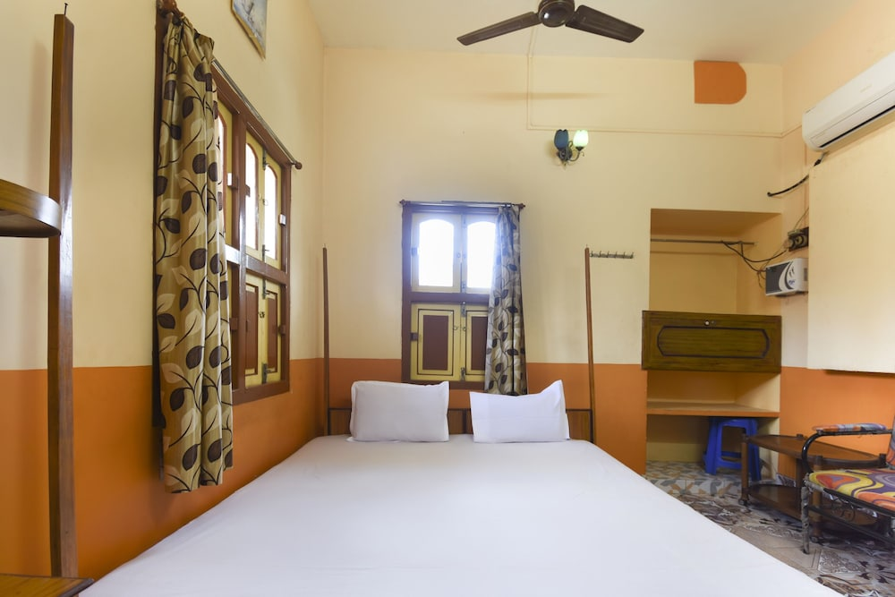 Room, SPOT ON 48582 Monalisa Lodge