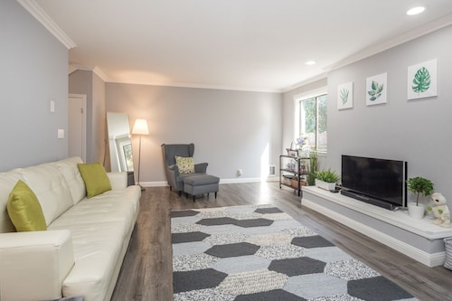 Cozy Renovated Near Silicon Valley Tech Firms 2 Bedroom Condo