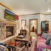 Cozy & Central Arrowhead Village Townhome