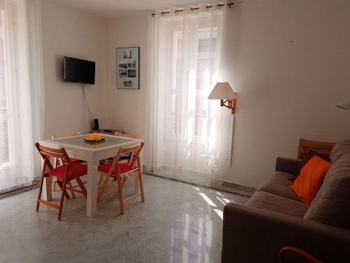 Apartment With one Bedroom in Menton, With Furnished Balcony - 300 m From the Beach