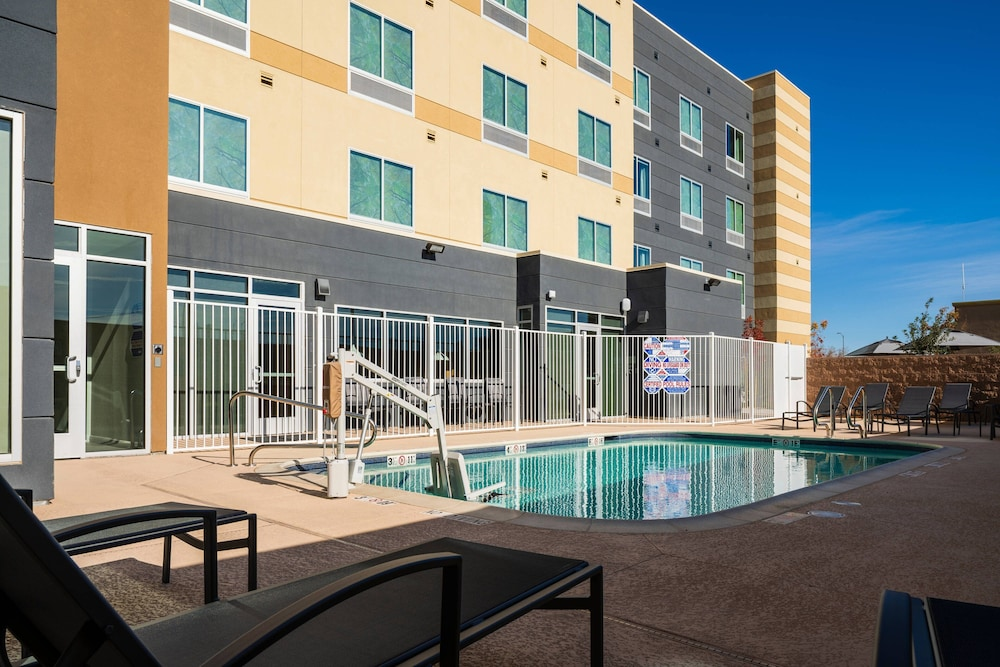 Outdoor Pool, Fairfield Inn & Suites by Marriott Las Vegas Northwest