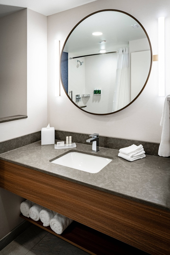 Bathroom, Fairfield Inn & Suites by Marriott Las Vegas Northwest