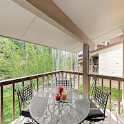 New Listing! Updated W/ Sauna, Near Ski Lift 2 Bedroom Townhouse