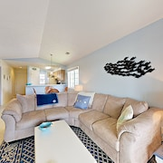 New Listing! Top-floor On Waterway W/ Pool 2 Bedroom Condo