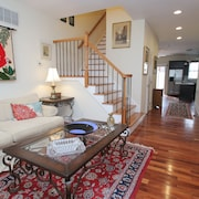 Homey & Comfy: 4bed/3.5bath, Free Street Parking!
