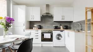 Full-sized fridge, hob, cookware/dishes/utensils, paper towels