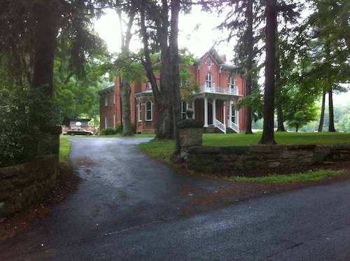 Shaw Mansion Inn