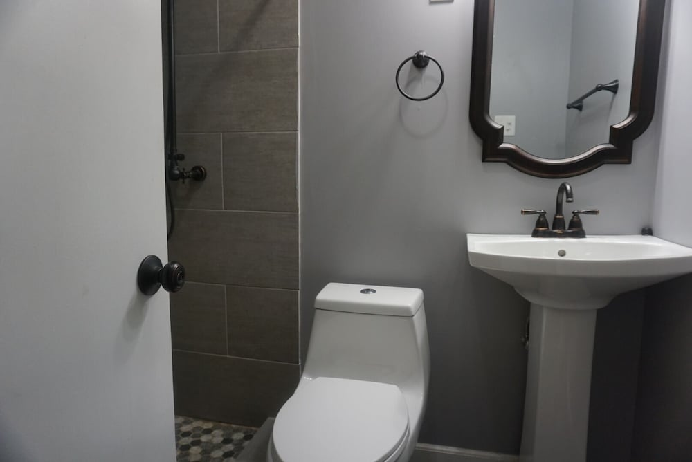 Bathroom, Cozy Apartment Near Research Park