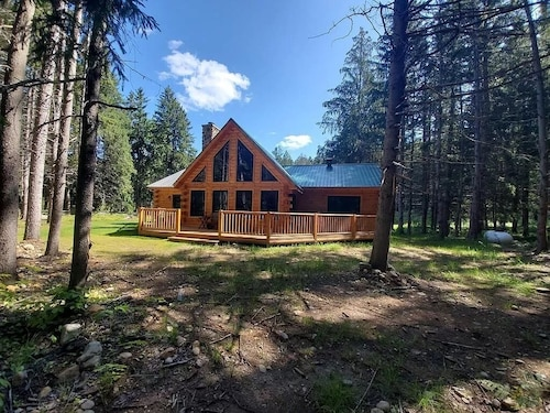 Year Round Retreat. Waterfront Log Home Near Titus Mt. and North Adirondacks