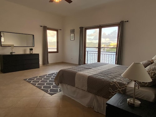 Executive Condo, 3 Bedrooms, Marina View: Double & Twin