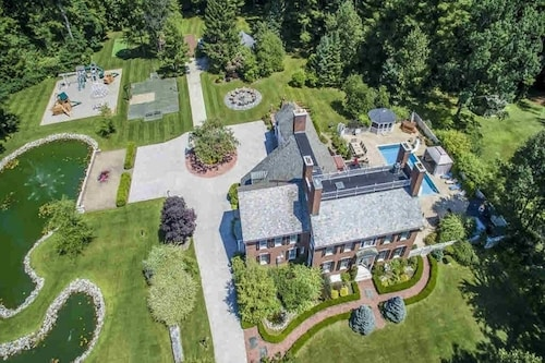 Luxury Mansion Retreat Near Lake George and Saratoga