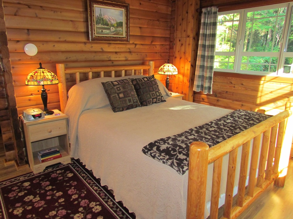 Room, Log Cabin on 6 Beautiful Acres