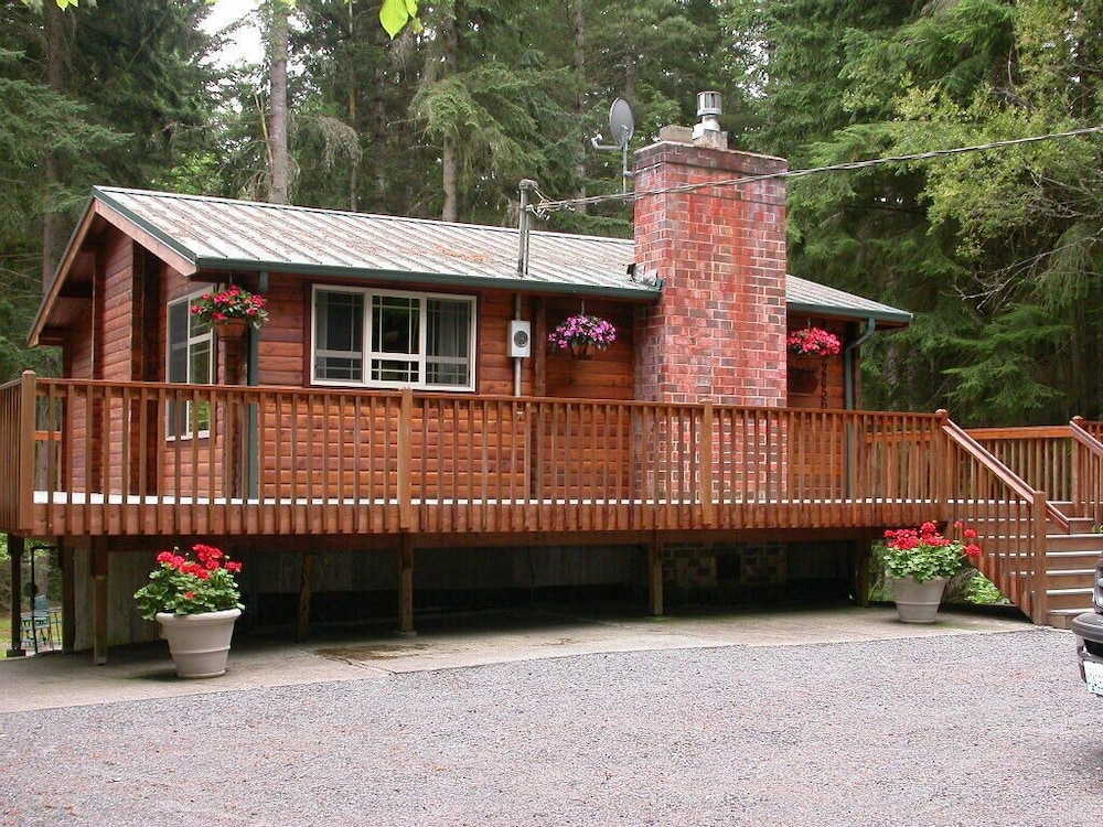 Exterior, Log Cabin on 6 Beautiful Acres