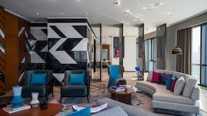 迷你吧、房內夾萬、設計自成一格、書桌