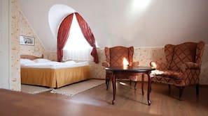 Individually furnished, blackout curtains, iron/ironing board, free WiFi