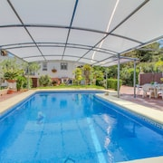 Family-friendly Villa w/ Private Pool & Gardens - Near Beach & Town