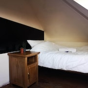 Cosy & Small Single Room for Cheap & Easy Stays