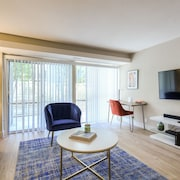Incredible Urban Flat 2BR In Sunnyvale W/ Pool!