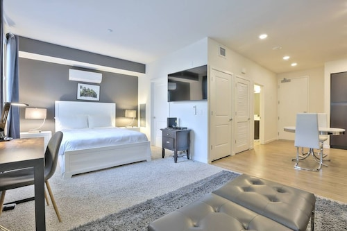 Charming + Clean Urban Flat in @sanmateo w/ Pool
