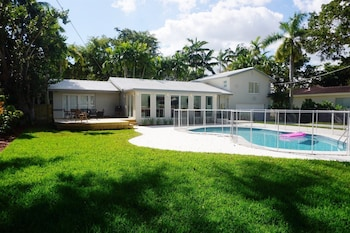 Luxe Miami Shores Home With Pool & BBQ