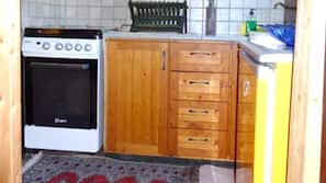 Kühlschrank, Mikrowelle, Herd
