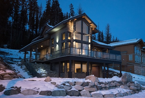 Rambler Ridge Luxury Retreat