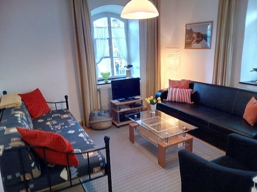 Nice City Apartment Quiet yet Close to the Center, Only 300m From the Train Station