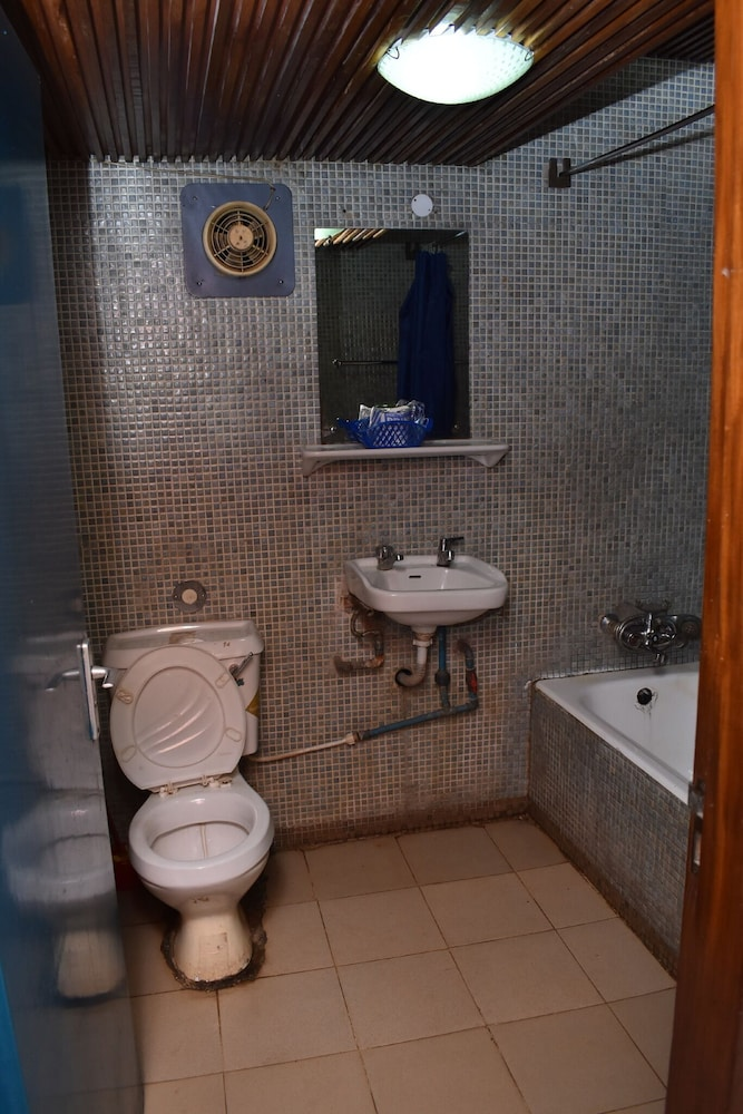 Bathroom, OAU CONFERENCE CENTRE & GUEST HOUSES LTD
