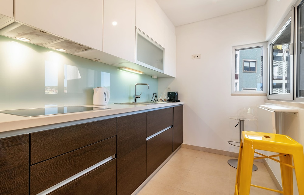 Private Kitchen, Gorgeous Apartment in Alges With Stunning Rooftop Pool