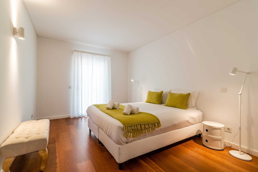 Room, Gorgeous Apartment in Alges With Stunning Rooftop Pool