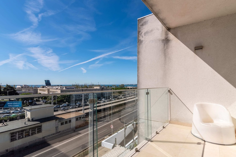 Balcony, Gorgeous Apartment in Alges With Stunning Rooftop Pool