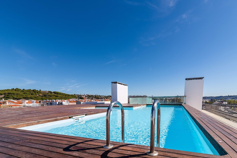 Pool, Gorgeous Apartment in Alges With Stunning Rooftop Pool